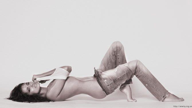 Татьяна Высоцкая фотография в расстёгнутых джинсах