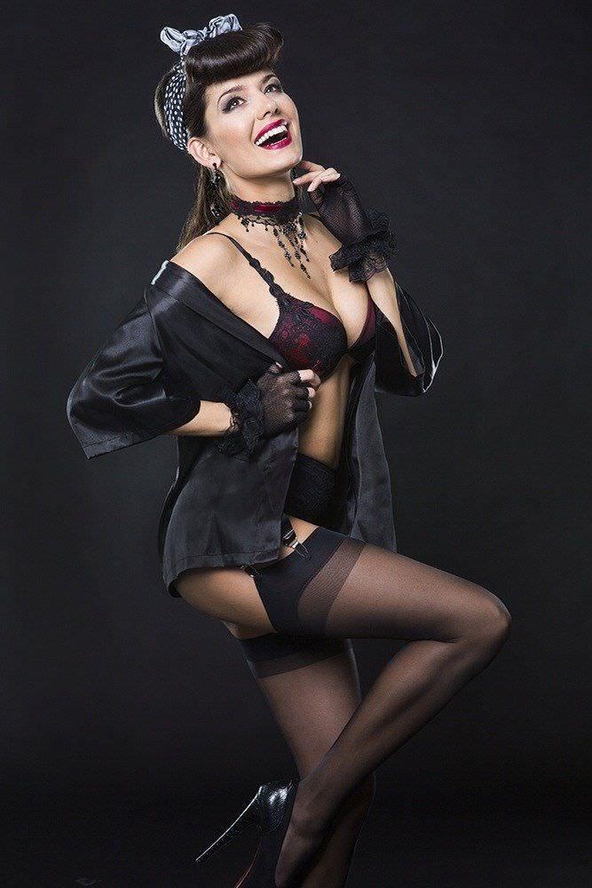 Татьяна Высоцкая красивое фото в чёрном белье