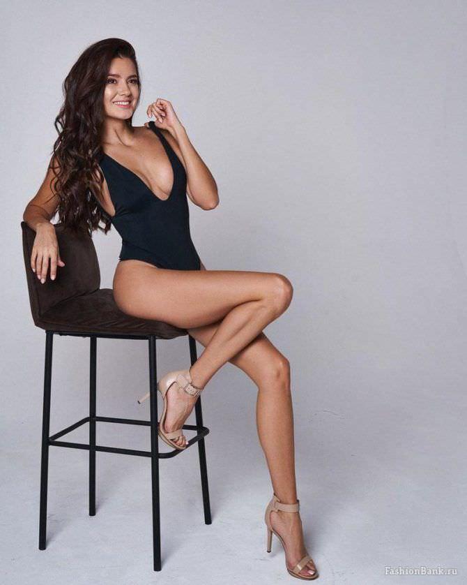 Татьяна Высоцкая фотосессия в чёрном купальнике
