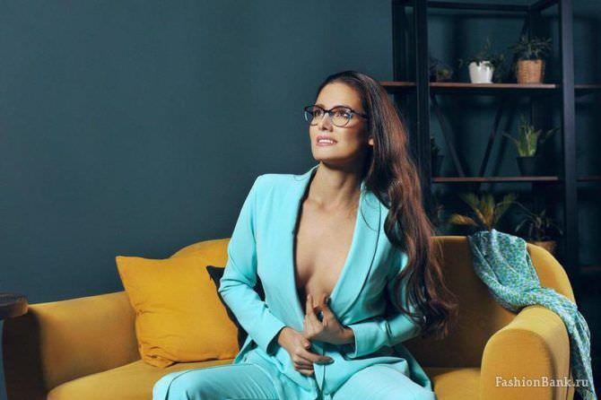 Татьяна Высоцкая фотосессия в голубом костюме