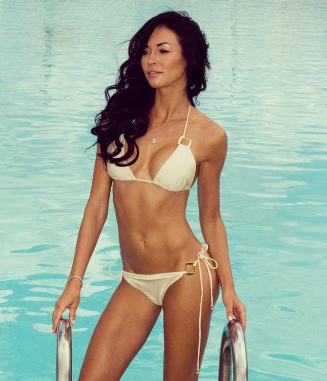 Анастасия Тукмачева фотография в бассейне в бикини