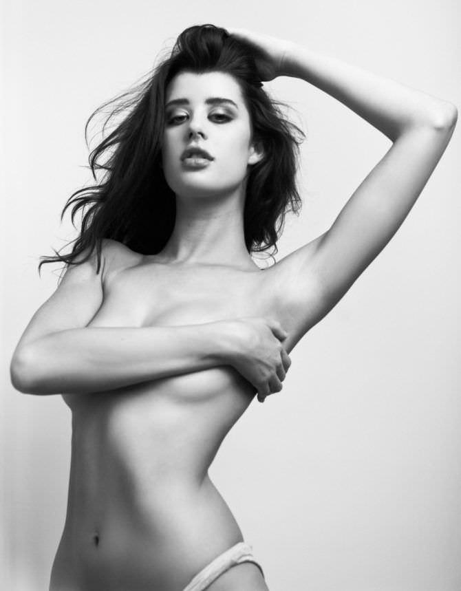 Сара Макдэниэл откровенное чёрно-белое фото