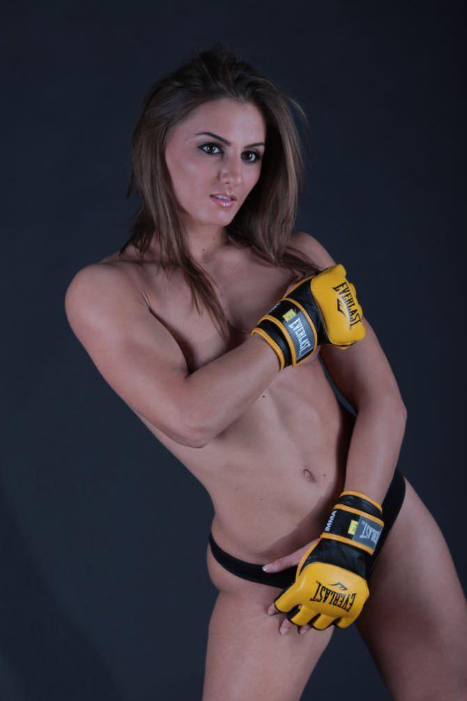 Александра Албу фото в боксёрских перчатках