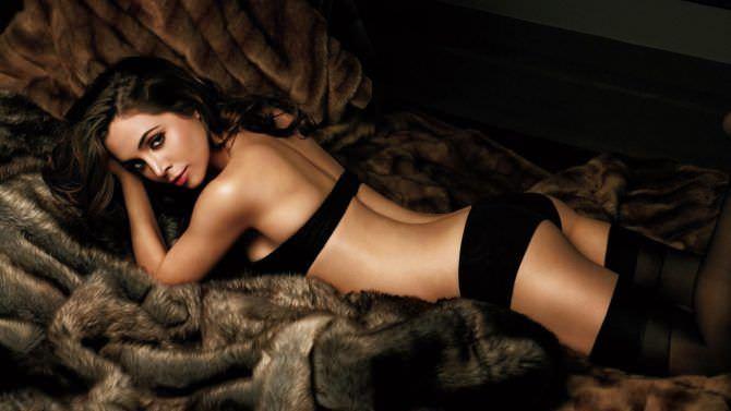 Элиза Душку фотография в чёрном белье