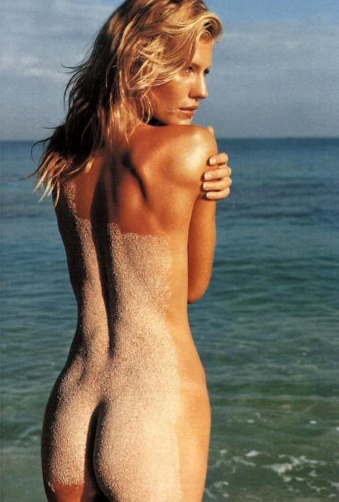 Триша Хелфер фотография в песке