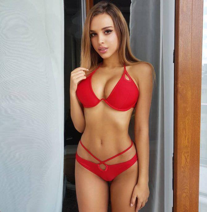 Вероника Белик фото в красном купальнике