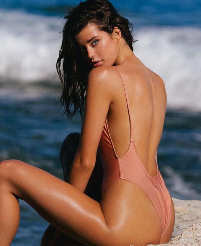 Сара Макдэниэл фотография в купальнике сзади